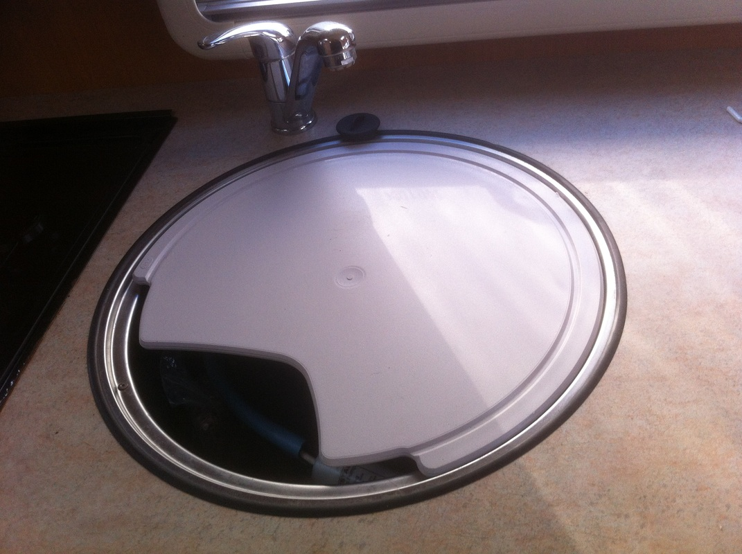 Circular caravan kitchen sink with lift out lid